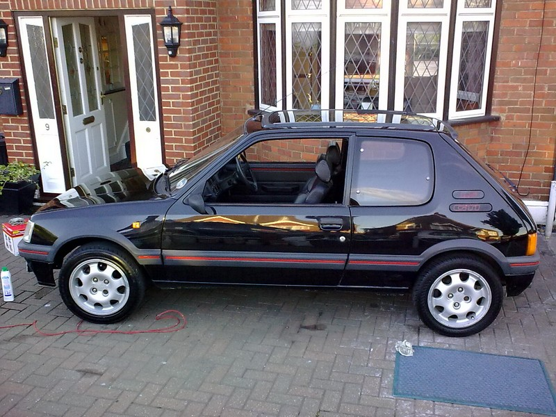Peugeot 205 gti 1 9 car of the month entry for Housse 205 gti